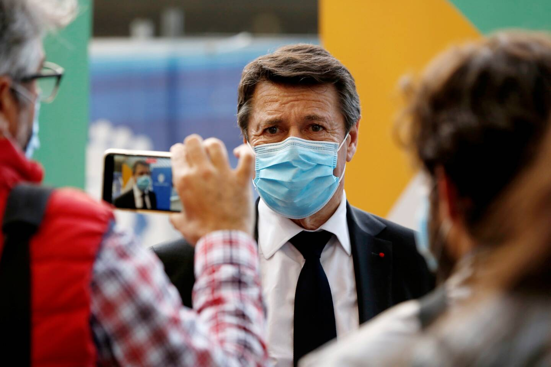 Nice, le 02/04/2021, Henri Leibovici est le 100.000 ème vacciné au sein de la métropole de Nice, en présence du maire Christian Estrosi.