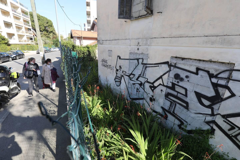 Les tags sauvages existent encore, souvent sur des murs de propriétés privées abandonnées souvent par provocation. Mais ils sont moins nombreux.