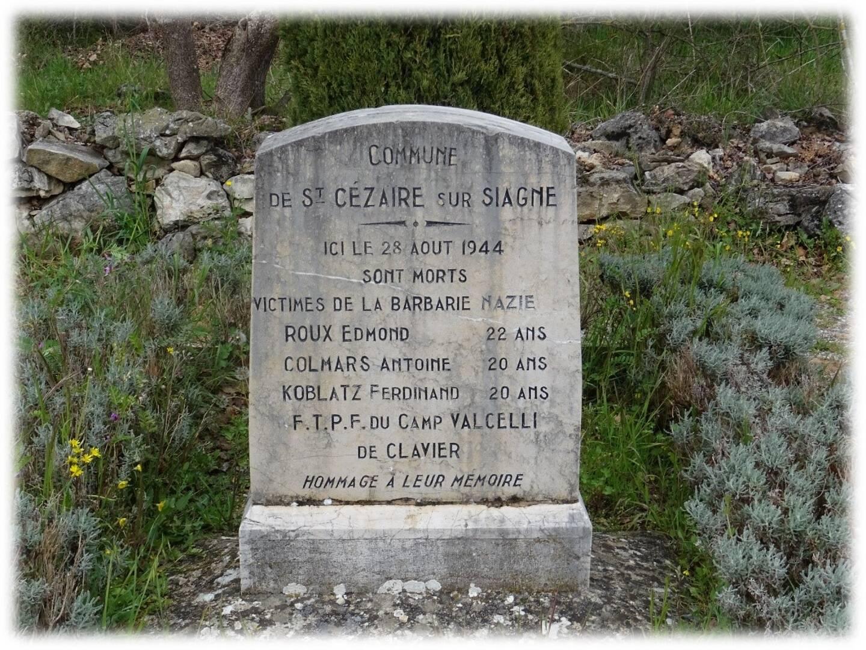 Une stèle en mémoire des trois Résistants, élevée sur le lieu du drame.