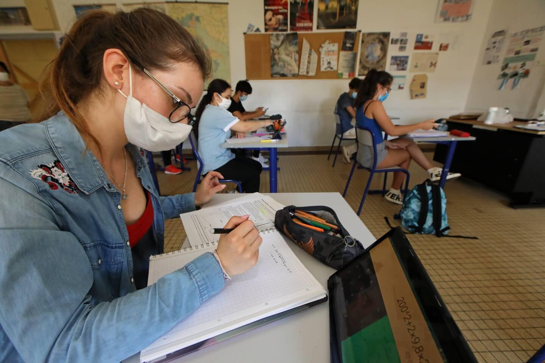 Les lycéens devront attendre le 3 mai pour le retour à un enseignement présentiel.