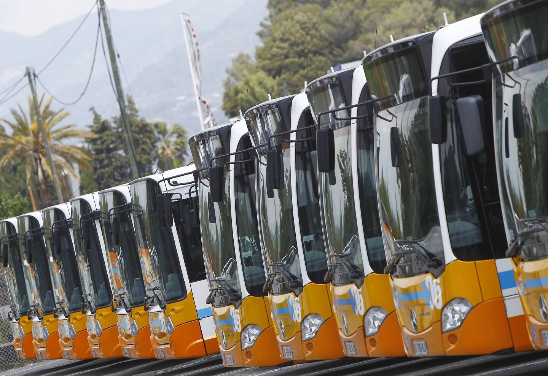 L'hommage des chauffeurs de bus niçois et conducteur de tram à leur collègue décédé.