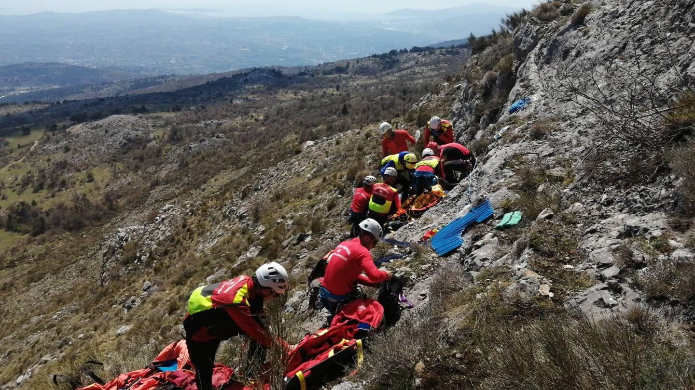 Les sapeurs-pompiers ont été rejoints par les gendarmes pour secourir le blessé.