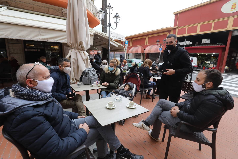 Le café, le déjeuner et le dîner mais seulement en terrasse sont de nouveau autorisés notamment en Ligurie.