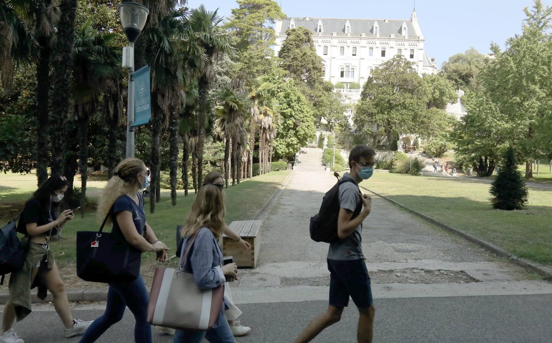 """La direction de l'université dément ces accusations et assure """"faire au mieux""""."""