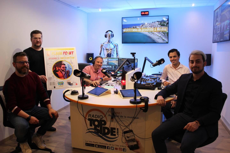 Djé, le fondateur et responsable de Radio Top Side accueillait mardi dans son studio Mathieu Polidori et les dirigeants de la librairie du D pour l'enregistrement d'une première émission Flashpoint.