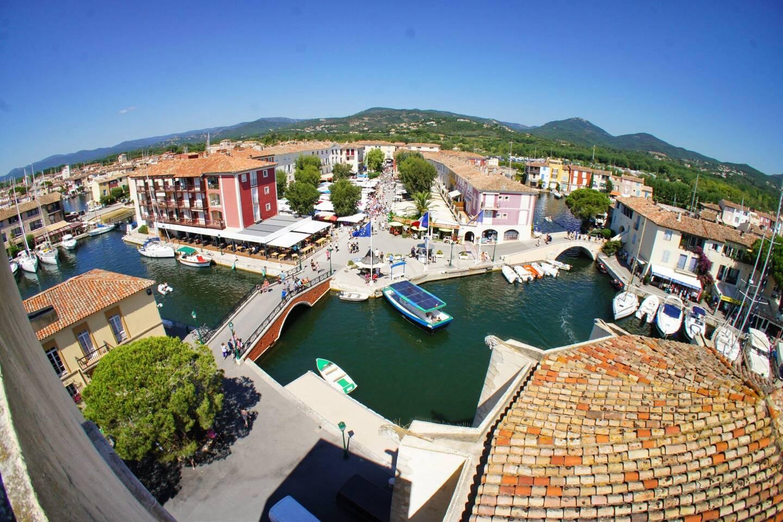 La cité lacustre de Port-Grimaud est en proie à des querelles intestines au sein de son syndicat.