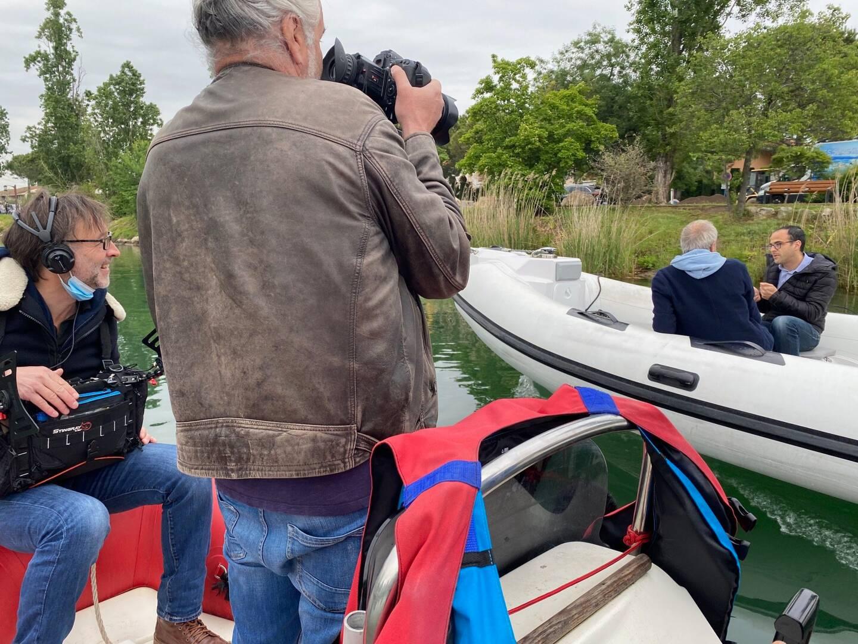 Un preneur de son et un caméraman accompagnaient Stéphane Marie.