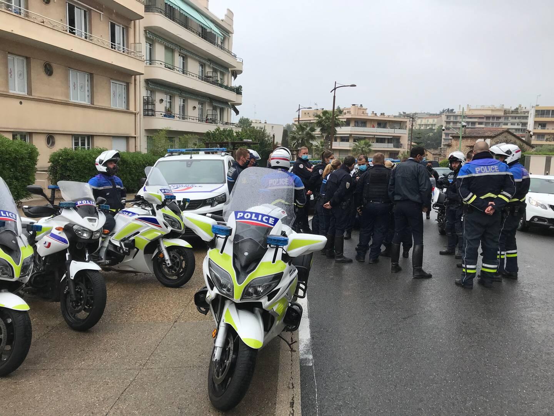Un briefing sur les modalités de l'intervention a rassemblé de nombreux policiers ce jeudi matin.