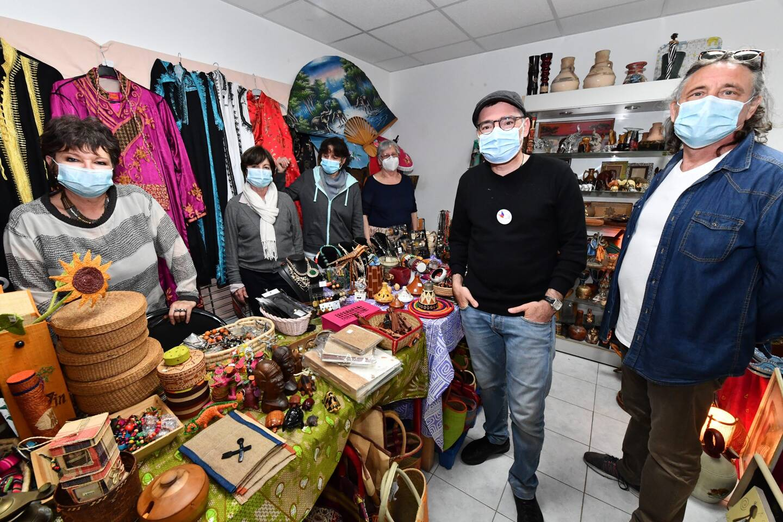 Les responsables du Secours Populaire espèrent pouvoir rouvrir la boutique d'artisanat afin de financer leurs actions en faveur des pays en difficulté.