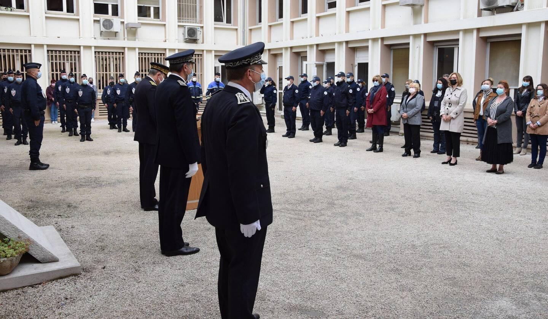 Ce vendredi 30 avril, dans la cour de l'hôtel de police à Toulon, siège de la direction départementale de la sécurité publique.