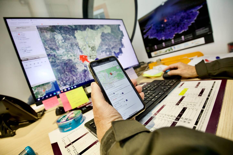Depuis un ordinateur, les responsables de la cellule de crise peuvent alerter les habitants des dangers à venir, zone par zone, en cas d'inondations ou d'incendies.