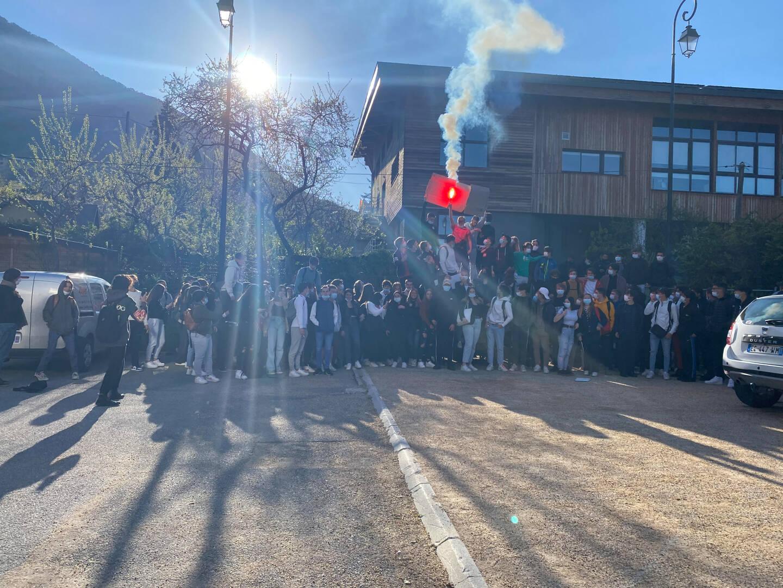 Près de 80 lycées manifestent depuis la rentrée devant le lycée de La Montagne.