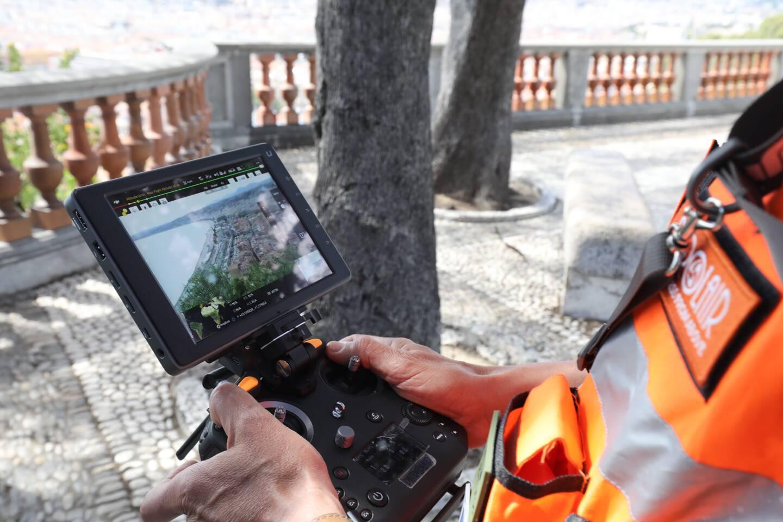 À Nice, cinq policiers municipaux vont être formés au pilotage de drones. Entraînement ce jeudi sur la colline du Château.