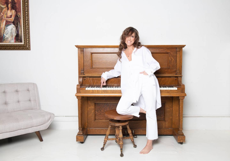 Lynda Lemay a composé ces albums au piano, délaissant un temps sa guitare. (DR)