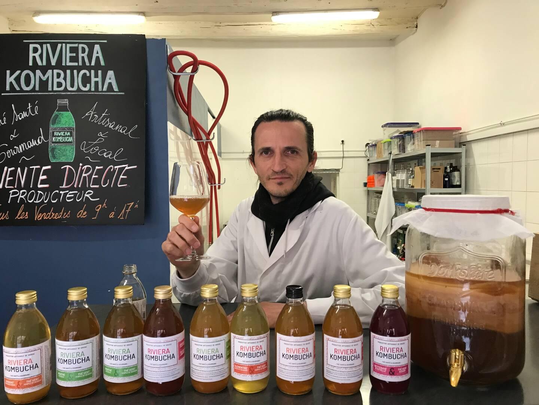 C'est dans un laboratoire du centre-ville de Grasse que Joris Bebin fabrique sa boisson.