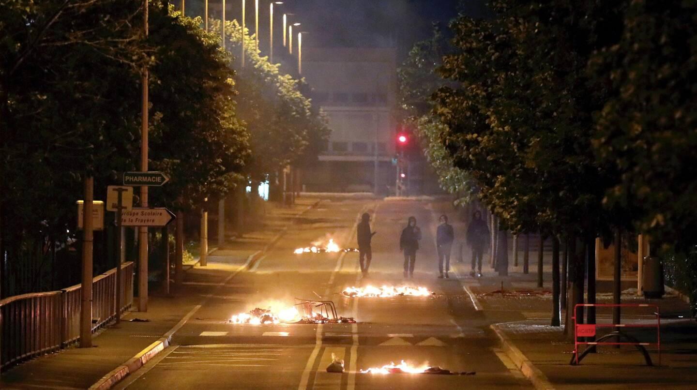"""""""Ils ont mis le feu aux poubelles avec des torches, ils hurlaient, c'était comme un spectacle sons et lumières, ironise amèrement un habitant de la Frayère, à Cannes."""