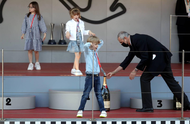 Les enfants du couple princier étaient samedi sur le podium du E-Prix pour suivre la fin de la course. (Photos Jean-François Ottonello)