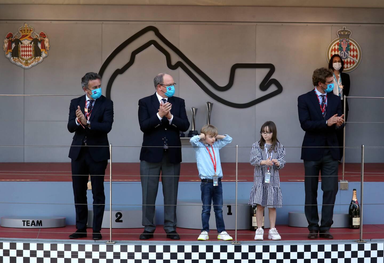 Jacques et Gabriella facétieux sur le podium du E-Prix de Monaco.