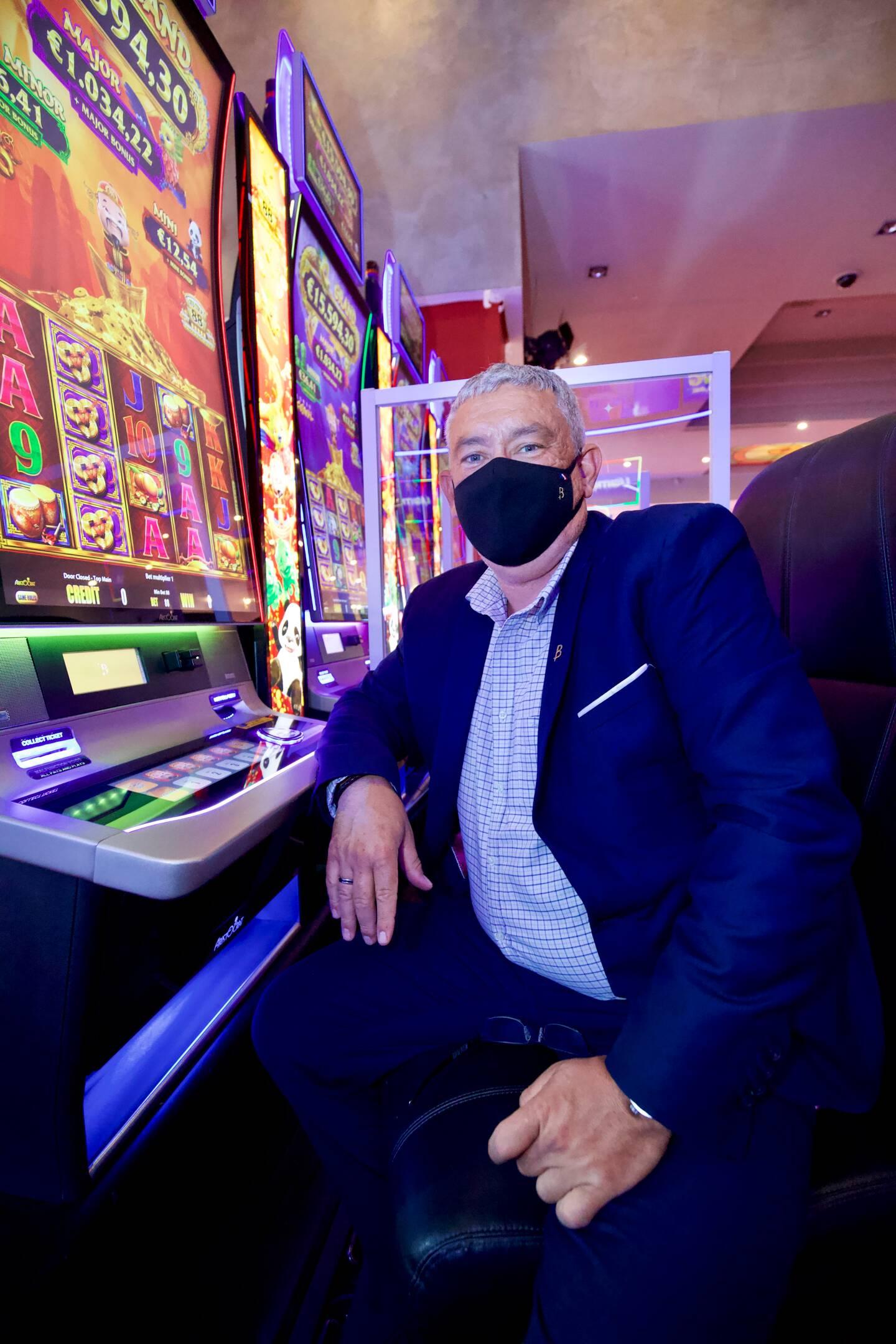 Hilario Aznar, directeur du casino Barrière, sur le bord de mer raphaëlois.