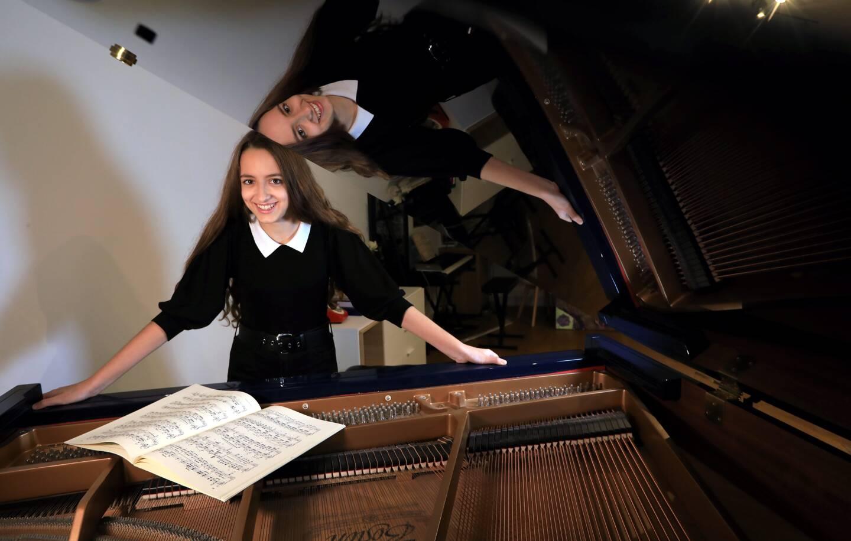 A 14 ans, Stella est une pianiste virtuose.