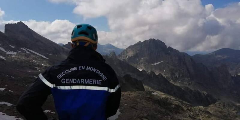 Comment un sac à dos retrouvé en haute montagne dans le Mercantour a fait craindre le pire aux gendarmes