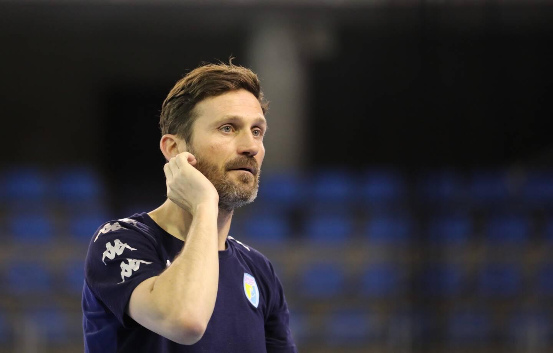 """""""Avec l'équipe que l'on présente, il n'est collectivement pas simple de jouer un match de première division en ce moment"""", admet l'entraîneur de Toulon/Saint-Cyr Stéphane Plantin."""