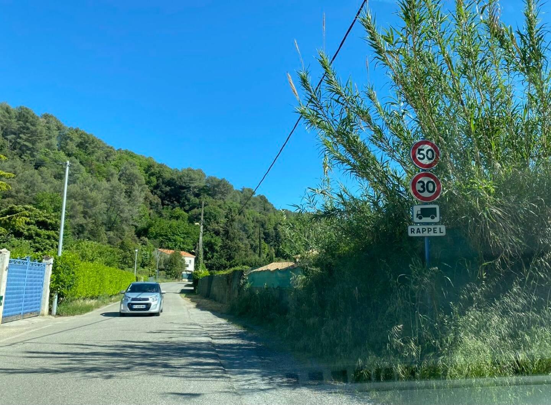 L'arrivée de la communauté des gens du voyage au Val-de-Cagne aurait augmenté le caractère accidentogène de la route.