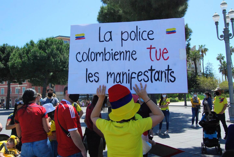 Une petite centaine de personnes a défilé, notamment, contre les violences policières en Colombie, hier.