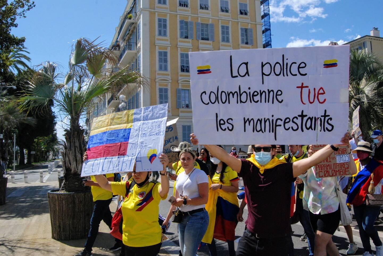 Vers 16 heures, les manifestants ont quitté la place Masséna, direction Rauba Capeu, en passant par la promenade des Anglais.