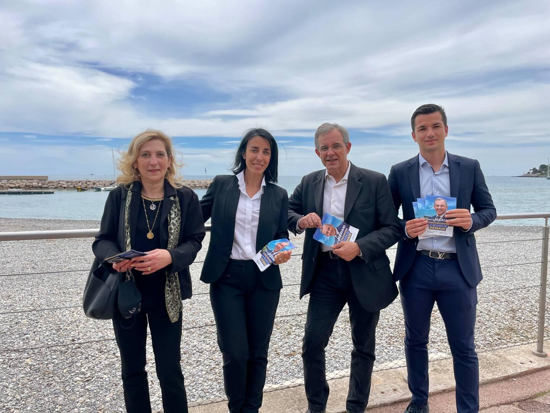 De gauche à droite, Pascale Véran (conseillère municipale de Roquebrune-Cap-Martin), Alexandra Masson (tête de liste de Thierry Mariani pour les Alpes-Maritimes), Thierry Mariani (candidat RN aux Régionales en PACA), et Anthony Malvault (conseiller municipal de Roquebrune-Cap-Martin).
