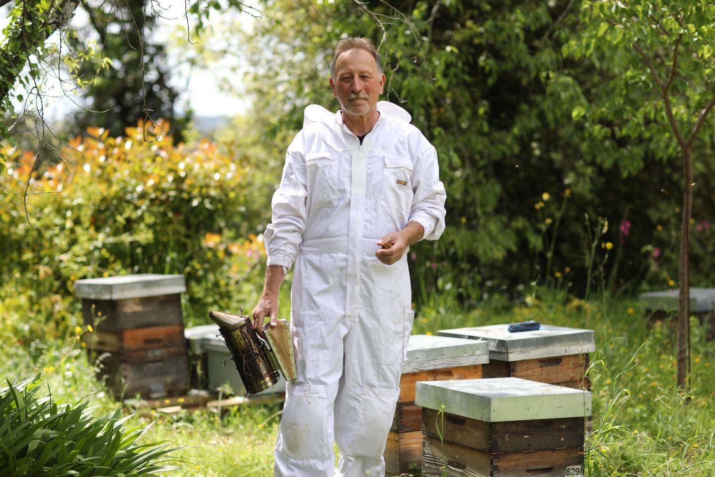 Jean-Louis Lautard, apiculteur au Tignet.