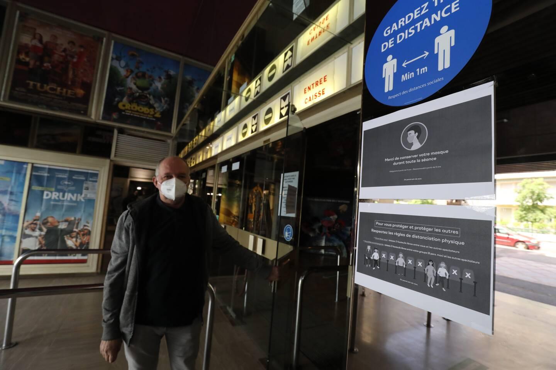 A l'entrée du Variétés, à Nice, un croquis explique les contraintes de placement en salle.