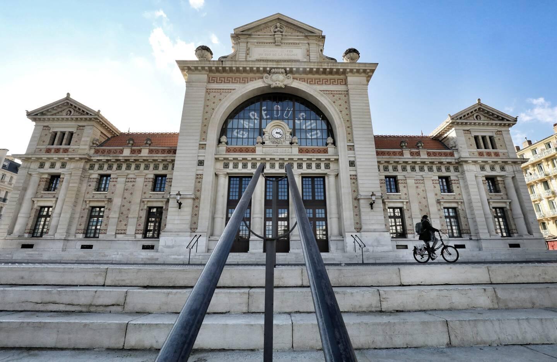 Une grande terrasse sera bientôt proposée aux clients de la gare du sud.