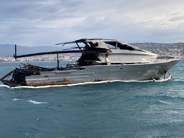 Depuis l'incendie–semble-t-il accidentel–le yacht demeure stationné à proximité de Sainte-Marguerite. Il devrait être mené très prochainement sur le chantier naval voisin, où il sera détruit cet été.