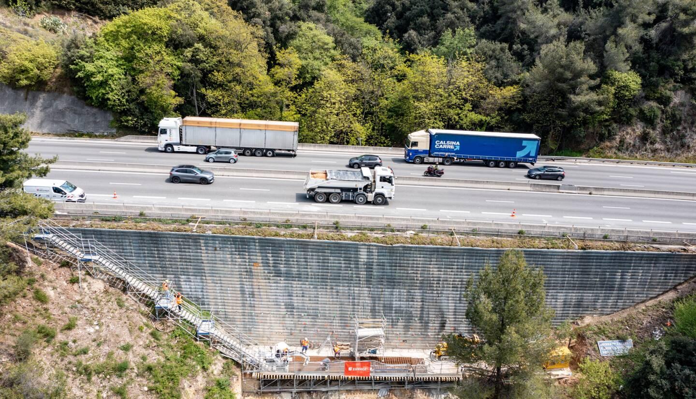 Les travaux du mur de soutènement du contournement de Nice, après le tunnel de Canta Galet, devraient se poursuivre  jusqu'à la mi-juin.