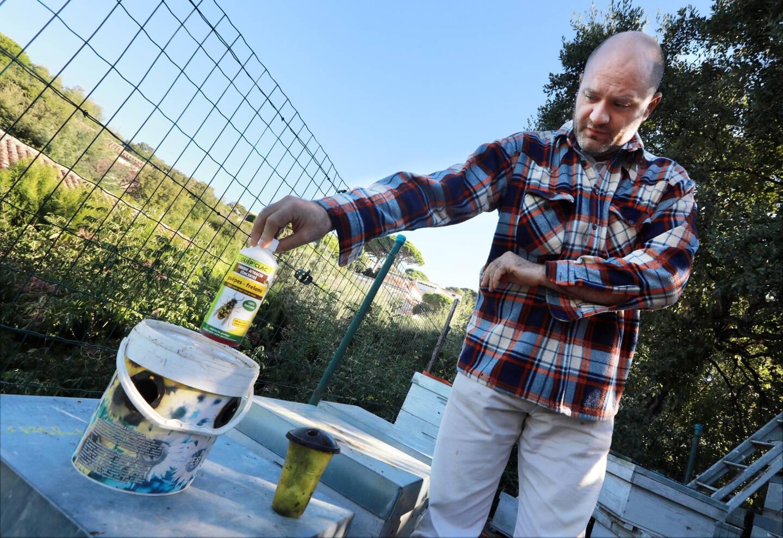 L'apiculteur doute de l'efficacité de moyens employés.