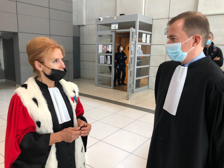 L'avocat général Annie Brunet-Fuster et Me Nikita Sichov, l'un des avocats des parties civiles peu avant le verdict samedi aux assises des Alpes-Maritimes.