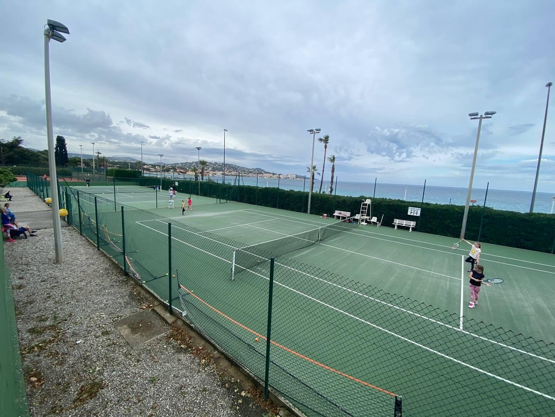 La vie au sein du tennis maximois ne ressemble pas à un long fleuve tranquille.