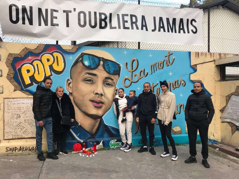 Dans le quartier des Liserons à l'est de Nice, dont le jeune homme était originaire, une fresque a son effigie a été peinte par des proches.(Photo S. G.)