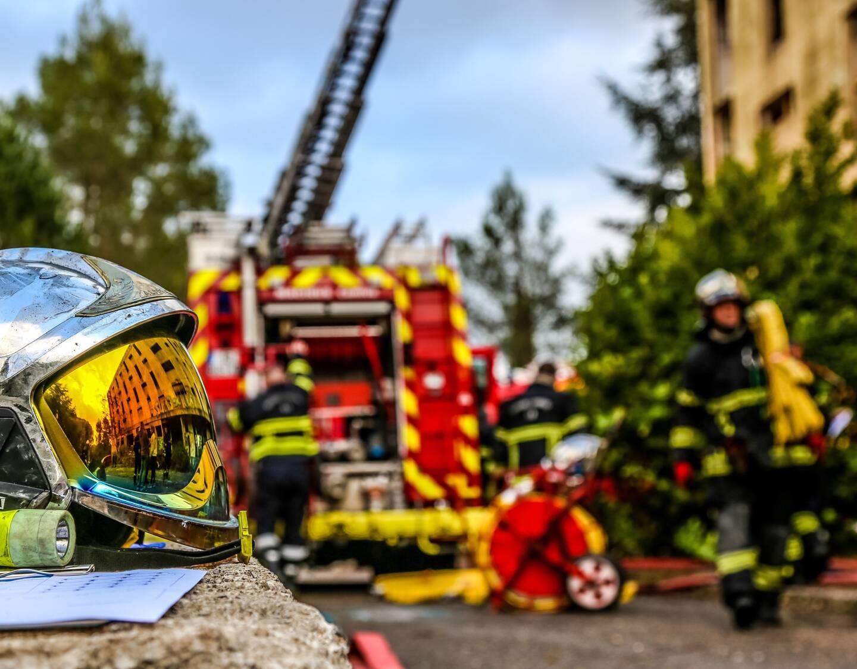 Les sapeurs-pompiers sont intervenus à l'aide de la grande échelle.