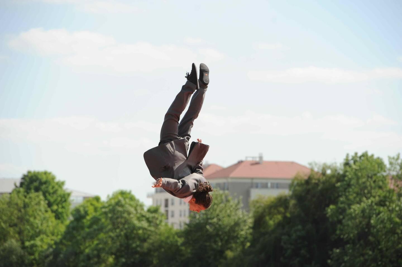 Du 24 au 26 juin, la compagnie Hors surface, en représentation le 25 juin à Grasse, donnera des ateliers d'initiation au trampoline.  (Photo Floriane Don)