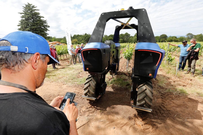 Bakus, un robot enjambeur, a fait des envieux parmi les viticulteurs invités.