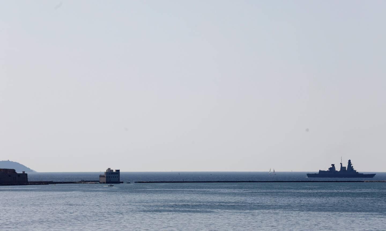 Le porte-avions nucléaire français n'est pas le seul navire de guerre à être rentré à Toulon hier matin. Son escorte, dont la frégate de défense aérienne Chevalier Paul (notre photo), ainsi que la Fremm Provence et le pétrolier ravitailleur Var ont suivi.