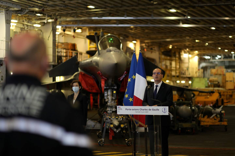 À la fin de sa visite, le Premier ministre Jean Castex, accompagné de la ministre des Armées Florence Parly, s'est adressé à l'équipage du Charles de Gaulle depuis le hangar aviation. (Photo Valérie Le Parc)