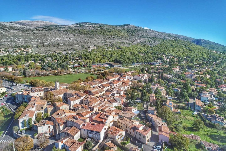 Le village de Saint-Vallier-de-Thiey.