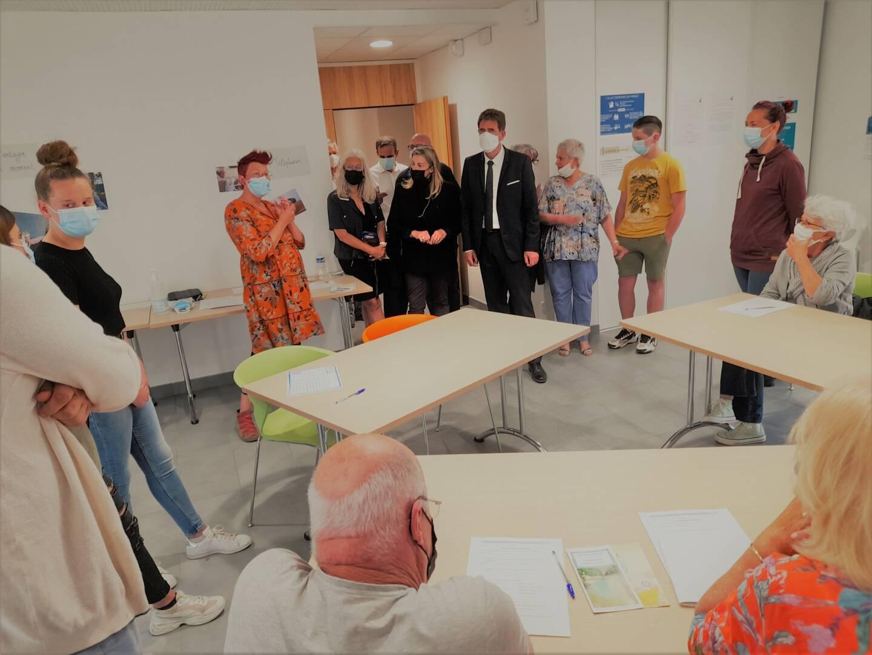 Les élus à la rencontre de l'association, des animateurs et des élèves.