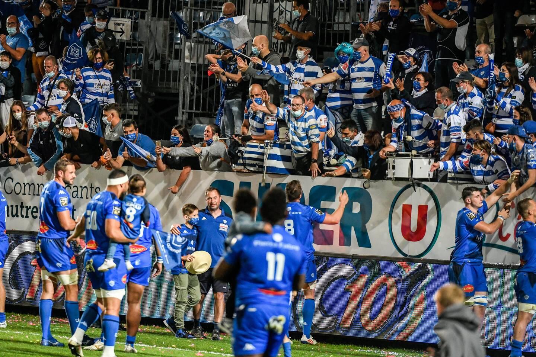 Le club de Castres précise avoir eu une dérogation de la préfecture du Tarn pour accueillir 3500 personnes au stade samedi soir.