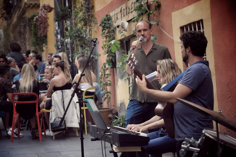 En face du Snug, en haut de la rue Rossetti, clients et riverains ont profité d'un groupe de musique, en début de soirée. D'autres animations seront organisées, tout au long du mois de juin.