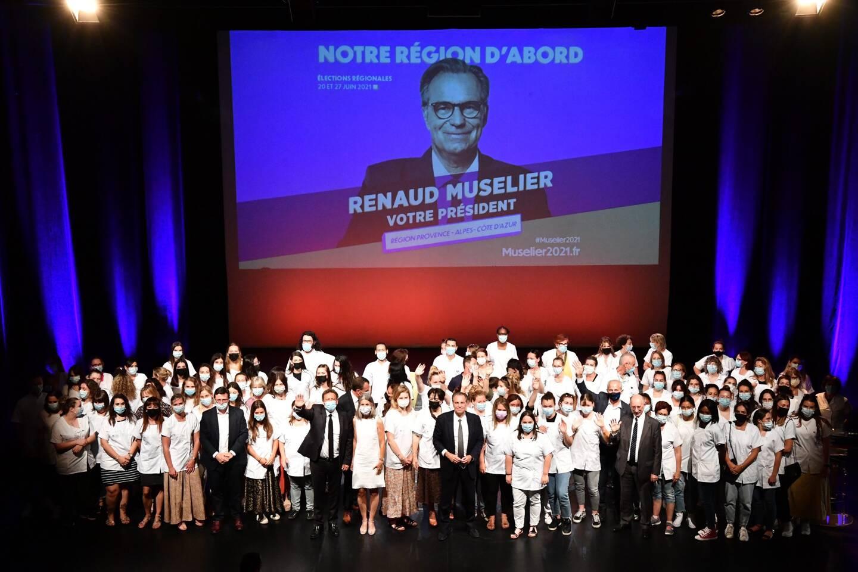 De nombreux professionnels de santé et étudiants sont venus en blouses blanches ce jeudi écouter la présentation du plan régional de santé de la liste conduite par Renaud Muselier.