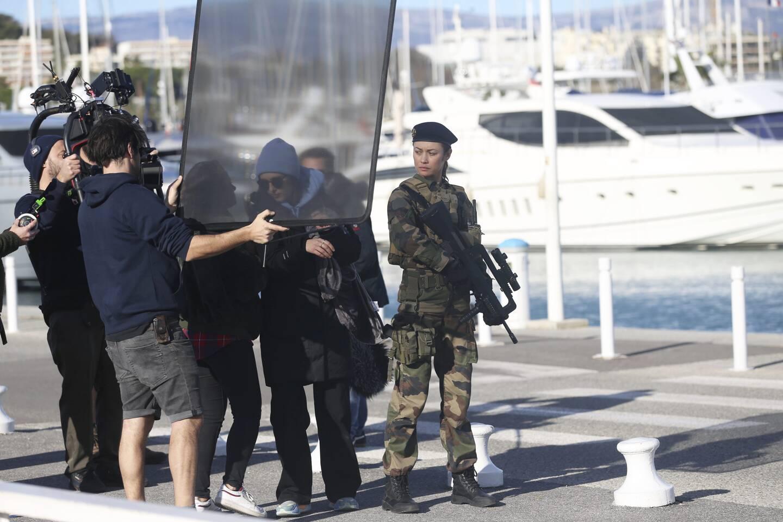 Le tournage du film La Sentinelle sur le port Vauban à Antibes, en décembre dernier.
